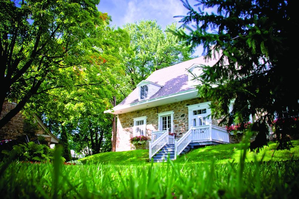 Maison Lepailleur actuelle parmi les arbres