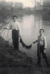Photo de Raymond Laberge fishing with his brother René