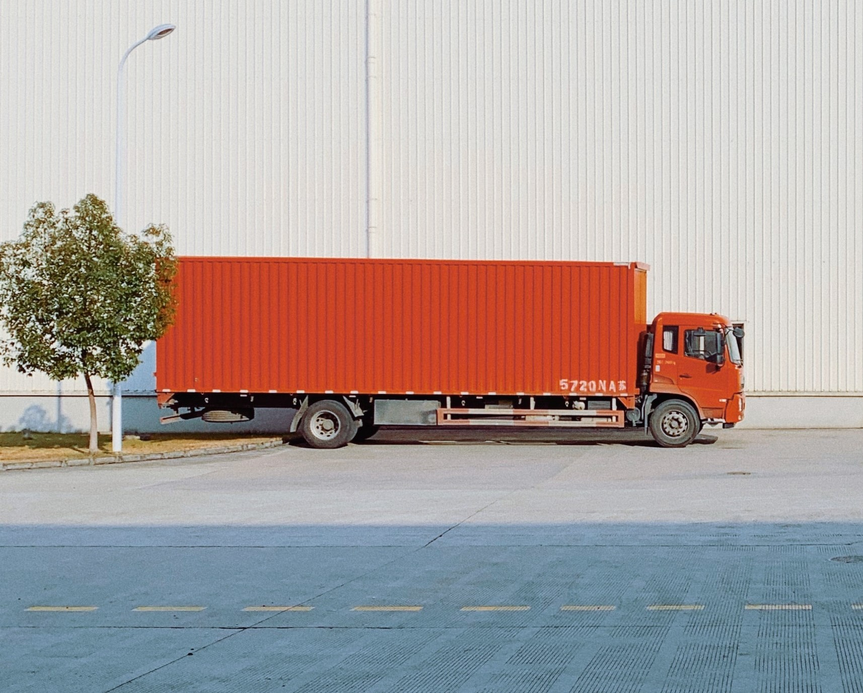 Camion commercial stationné