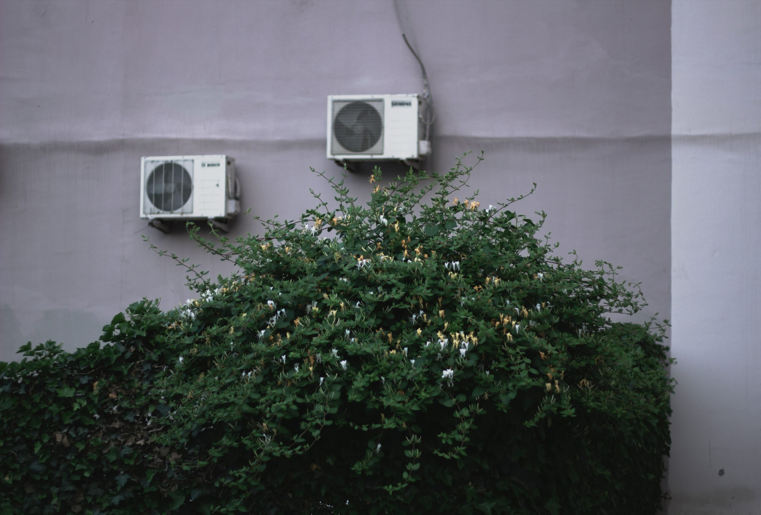 2 air conditionning units on a wall